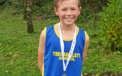 Primary school pupils compete in cross country at Duchy College